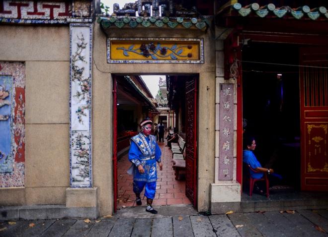 Hình ảnh cuộc sống những nghệ sĩ nặng lòng với nghề hát bội ở Sài Gòn - 15