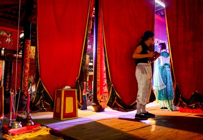 Hình ảnh cuộc sống những nghệ sĩ nặng lòng với nghề hát bội ở Sài Gòn - 13