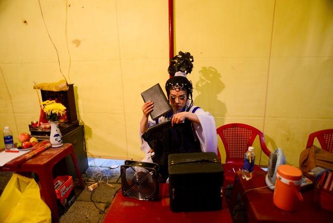 Hình ảnh cuộc sống những nghệ sĩ nặng lòng với nghề hát bội ở Sài Gòn - 18