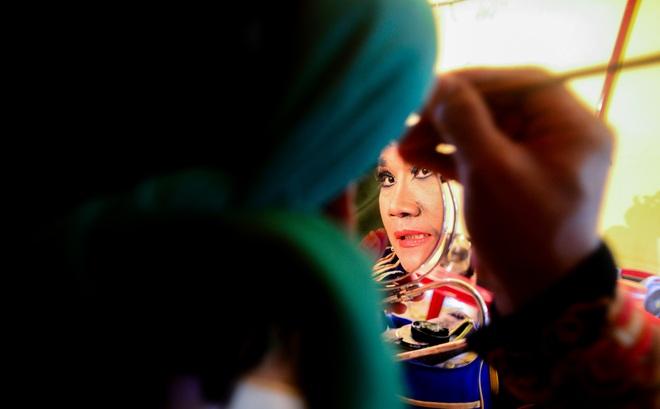 Hình ảnh cuộc sống những nghệ sĩ nặng lòng với nghề hát bội ở Sài Gòn - 11
