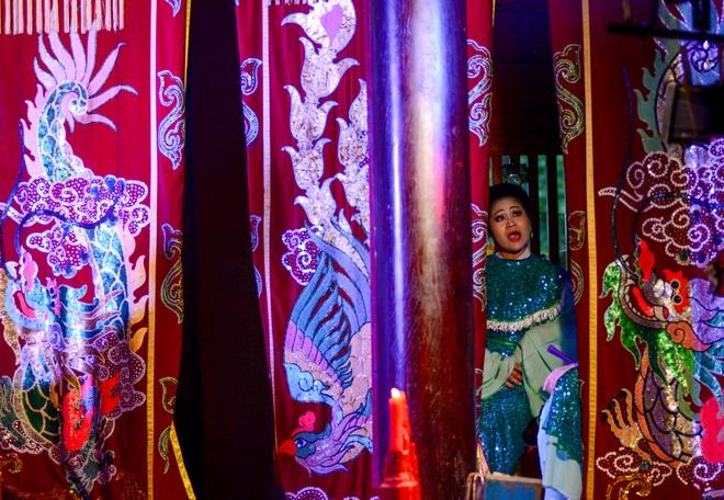 Hình ảnh cuộc sống những nghệ sĩ nặng lòng với nghề hát bội ở Sài Gòn - 8