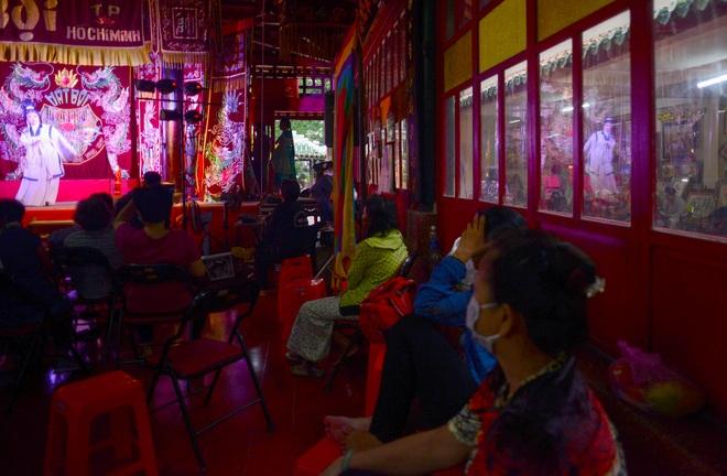 Hình ảnh cuộc sống những nghệ sĩ nặng lòng với nghề hát bội ở Sài Gòn - 9