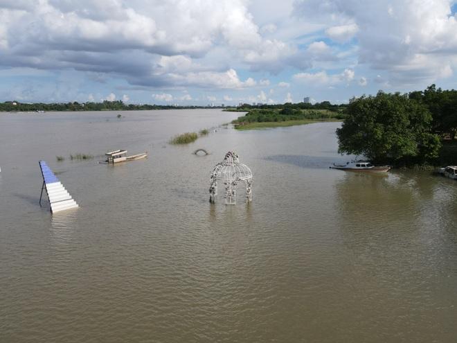 Cảnh hồ thủy điện xả lũ lớn, nước cuộn sóng nhấn chìm bãi giữa sông Hồng - 2