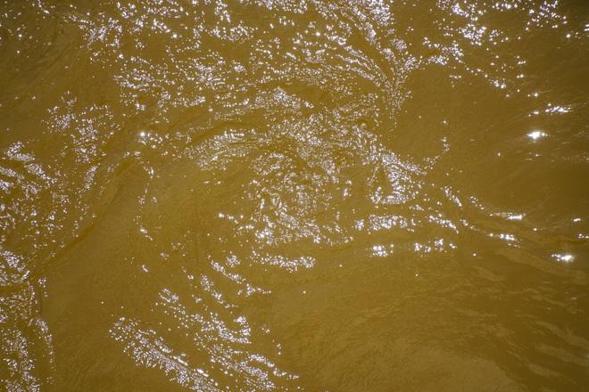 Cảnh hồ thủy điện xả lũ lớn, nước cuộn sóng nhấn chìm bãi giữa sông Hồng - 7