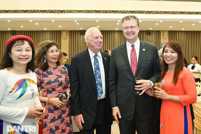Cuộc gặp của những người xây nền móng cho 25 năm quan hệ Việt Nam - Hoa Kỳ - 12