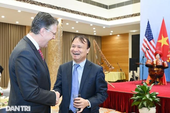 Cuộc gặp của những người xây nền móng cho 25 năm quan hệ Việt Nam - Hoa Kỳ - 14