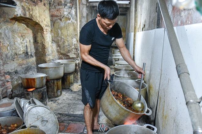Bí mật quán cá kho phố cổ Hà Nội, bà chủ bán 200kg cá mỗi ngày - 9