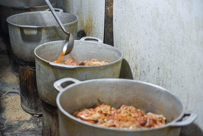 Bí mật quán cá kho phố cổ Hà Nội, bà chủ bán 200kg cá mỗi ngày - 7