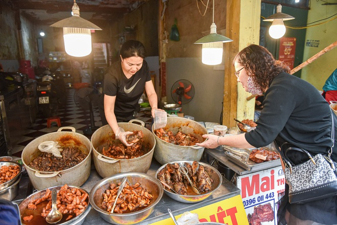 Bí mật quán cá kho phố cổ Hà Nội, bà chủ bán 200kg cá mỗi ngày - 3