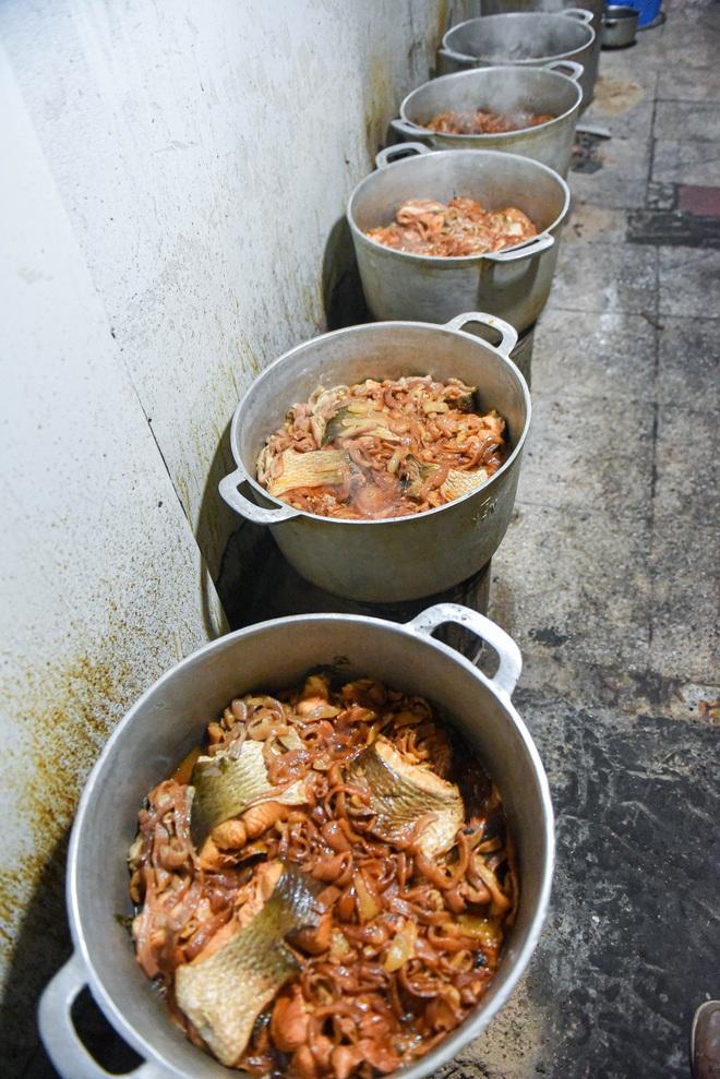 Bí mật quán cá kho phố cổ Hà Nội, bà chủ bán 200kg cá mỗi ngày - 8