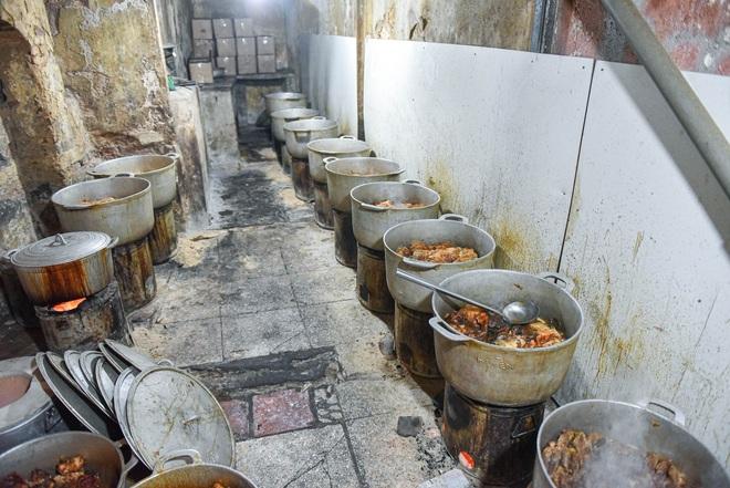 Bí mật quán cá kho phố cổ Hà Nội, bà chủ bán 200kg cá mỗi ngày - 6