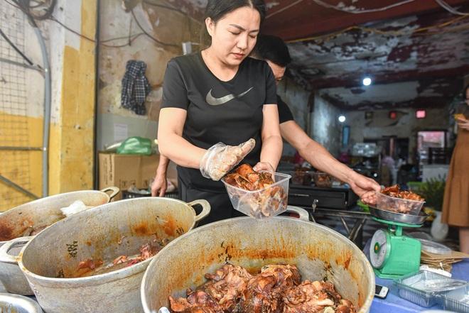 Bí mật quán cá kho phố cổ Hà Nội, bà chủ bán 200kg cá mỗi ngày - 14