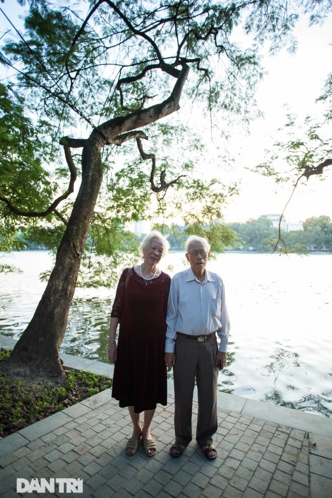 Hồ Gươm những ngày nắng thu đẹp đến nao lòng - 11