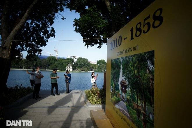 Hồ Gươm những ngày nắng thu đẹp đến nao lòng - 16