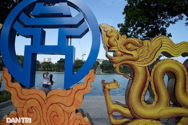 Hồ Gươm những ngày nắng thu đẹp đến nao lòng - 17