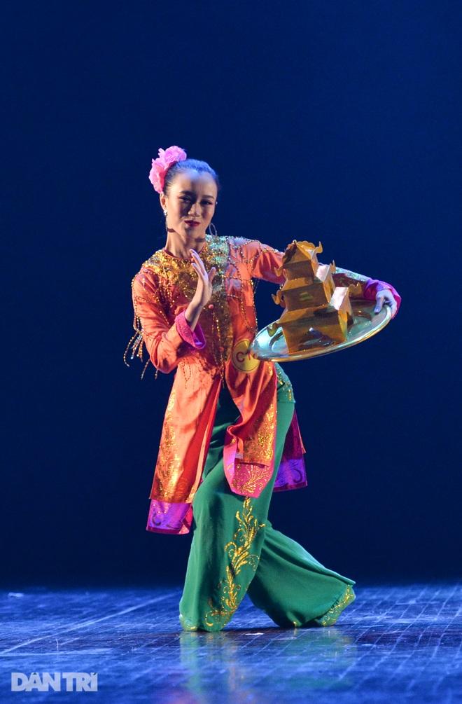 """""""Súy Vân"""", """"Hề chèo"""" thu hút người xem đêm diễn Tài năng múa - 17"""