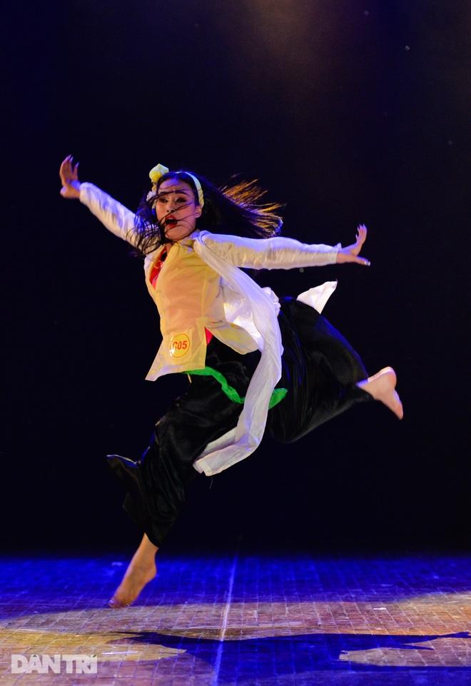 """""""Súy Vân"""", """"Hề chèo"""" thu hút người xem đêm diễn Tài năng múa - 1"""