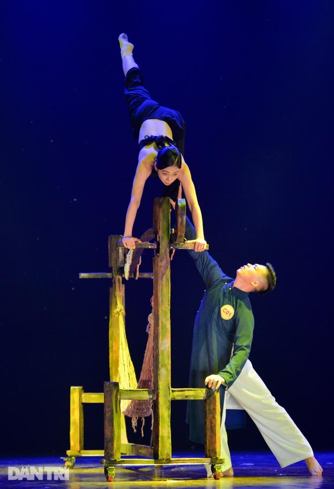 """""""Súy Vân"""", """"Hề chèo"""" thu hút người xem đêm diễn Tài năng múa - 25"""
