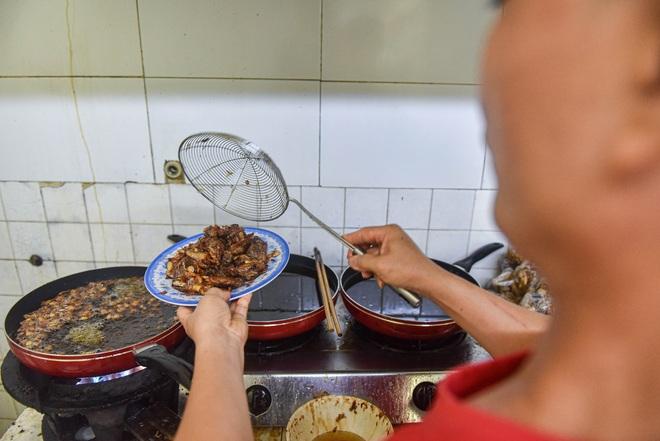 """Nơi """"khai sinh"""" món ngan cháy tỏi Hà Nội: Công thức trị giá cả tỷ đồng - 8"""