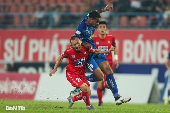 Thắng áp đảo nhưng CLB Quảng Nam vẫn phải xuống hạng, các cầu thủ bật khóc - 2