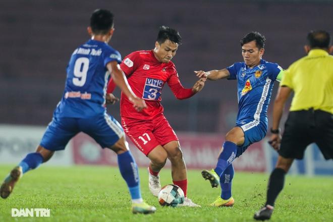 Thắng áp đảo nhưng CLB Quảng Nam vẫn phải xuống hạng, các cầu thủ bật khóc - 11