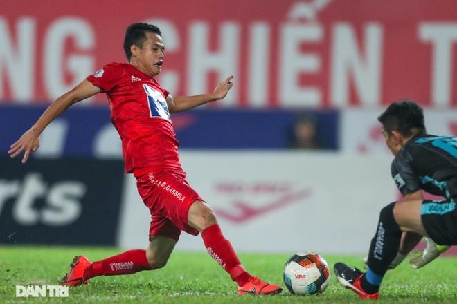 Thắng áp đảo nhưng CLB Quảng Nam vẫn phải xuống hạng, các cầu thủ bật khóc - 12