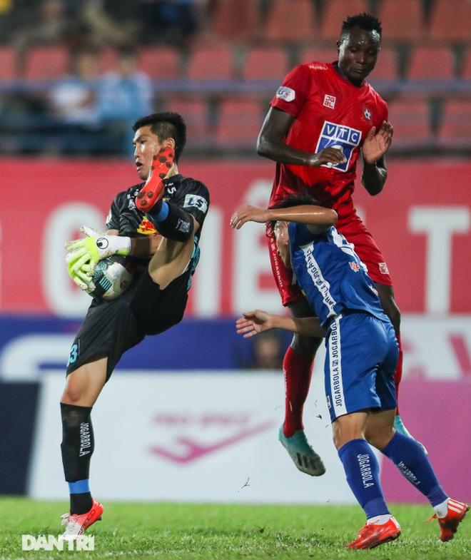 Thắng áp đảo nhưng CLB Quảng Nam vẫn phải xuống hạng, các cầu thủ bật khóc - 10