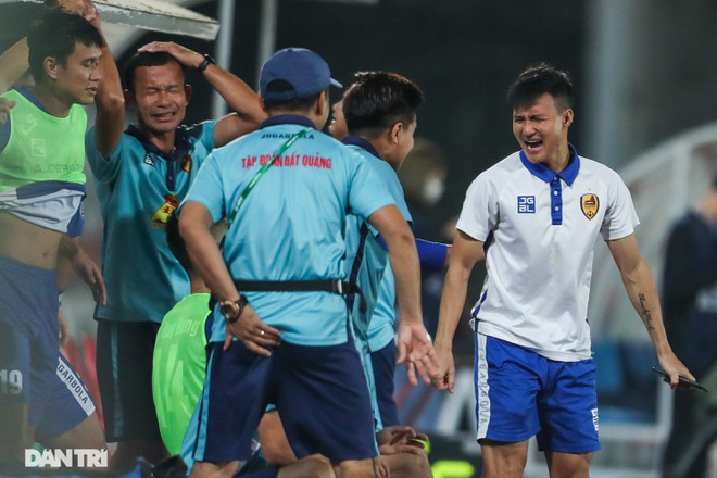 Thắng áp đảo nhưng CLB Quảng Nam vẫn phải xuống hạng, các cầu thủ bật khóc - 18