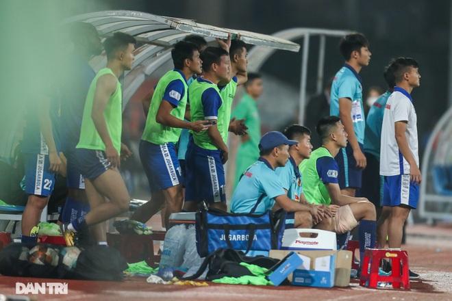 Thắng áp đảo nhưng CLB Quảng Nam vẫn phải xuống hạng, các cầu thủ bật khóc - 15