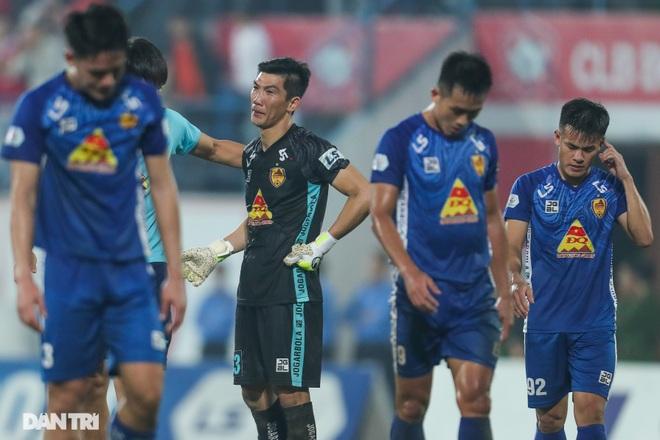 Thắng áp đảo nhưng CLB Quảng Nam vẫn phải xuống hạng, các cầu thủ bật khóc - 19