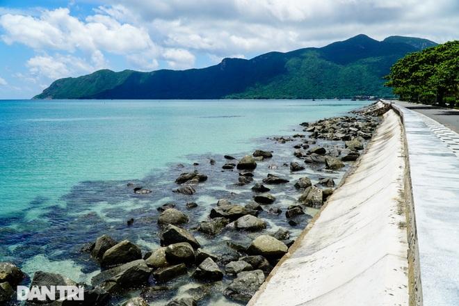 Cảnh vắng bóng du khách ở bãi biển trong xanh nhất thế giới - 11