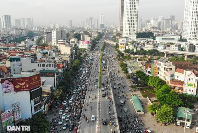 Ngã tư khổ sở tắc vẫn hoàn tắc sau ngày thông xe đường trên cao - 3