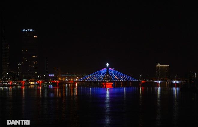 Chiêm ngưỡng 4 cây cầu ấn tượng nối đôi bờ sông Hàn ở Đà Nẵng - 14