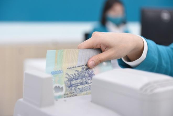 Lãi suất tiết kiệm vọt lên 8,2%/năm, ai mang 500 tỷ đồng gửi ngân hàng? - 1