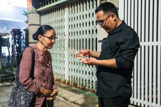"""Bà giáo U80 ngày bán vé số, tối đứng lớp """"gieo chữ"""" cho học sinh nghèo - 3"""