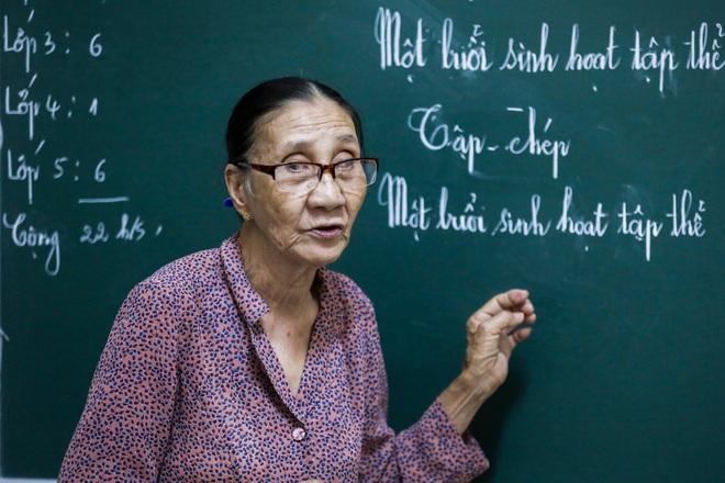 """Bà giáo U80 ngày bán vé số, tối đứng lớp """"gieo chữ"""" cho học sinh nghèo - 6"""