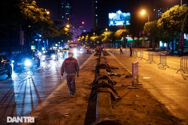 Xén dải phân cách đường Lê Văn Lương chuẩn bị đào hầm chui 700 tỷ đồng - 12