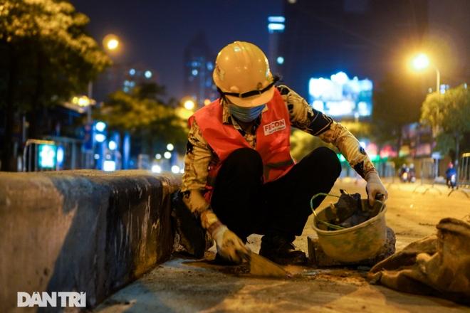 Xén dải phân cách đường Lê Văn Lương chuẩn bị đào hầm chui 700 tỷ đồng - 13