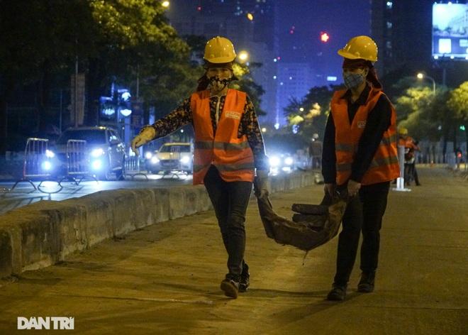 Xén dải phân cách đường Lê Văn Lương chuẩn bị đào hầm chui 700 tỷ đồng - 15