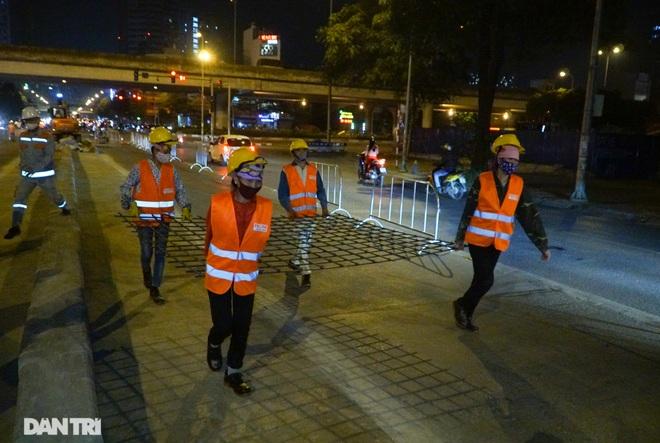 Xén dải phân cách đường Lê Văn Lương chuẩn bị đào hầm chui 700 tỷ đồng - 6
