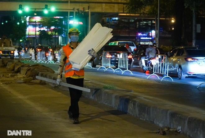 Xén dải phân cách đường Lê Văn Lương chuẩn bị đào hầm chui 700 tỷ đồng - 14