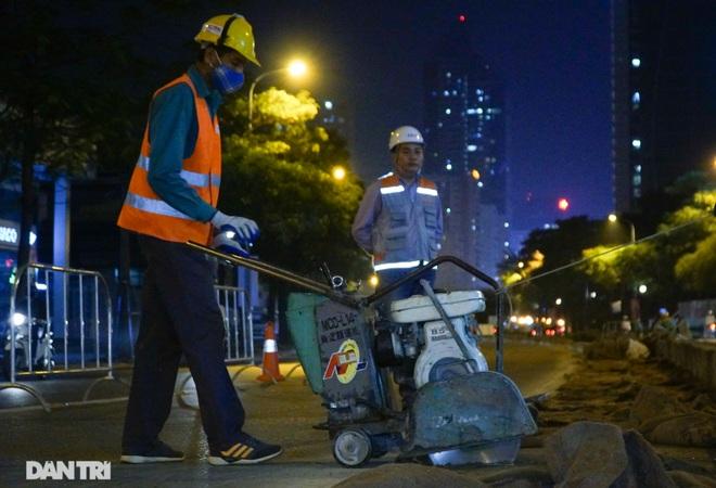 Xén dải phân cách đường Lê Văn Lương chuẩn bị đào hầm chui 700 tỷ đồng - 2