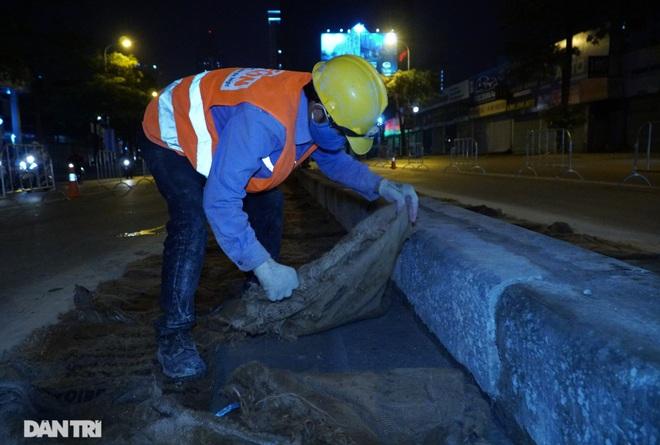 Xén dải phân cách đường Lê Văn Lương chuẩn bị đào hầm chui 700 tỷ đồng - 9