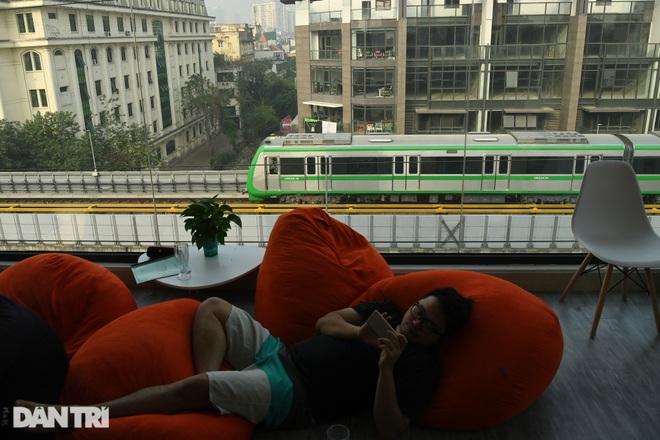 Toàn cảnh 9 đoàn tàu đường sắt Cát Linh - Hà Đông băng băng qua các nhà ga - 16