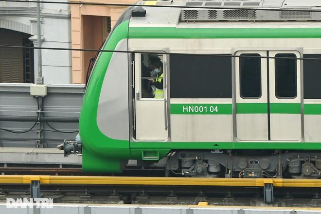 Toàn cảnh 9 đoàn tàu đường sắt Cát Linh - Hà Đông băng băng qua các nhà ga - 7