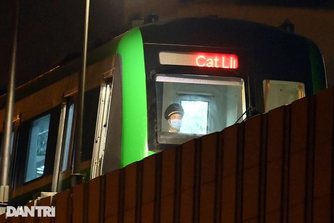 Toàn cảnh 9 đoàn tàu đường sắt Cát Linh - Hà Đông băng băng qua các nhà ga - 2