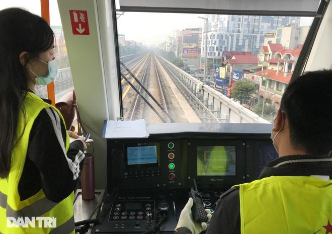 Toàn cảnh 9 đoàn tàu đường sắt Cát Linh - Hà Đông băng băng qua các nhà ga - 6