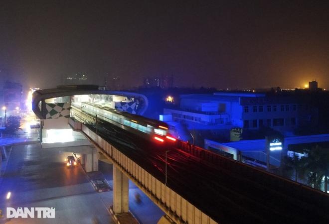 Toàn cảnh 9 đoàn tàu đường sắt Cát Linh - Hà Đông băng băng qua các nhà ga - 3