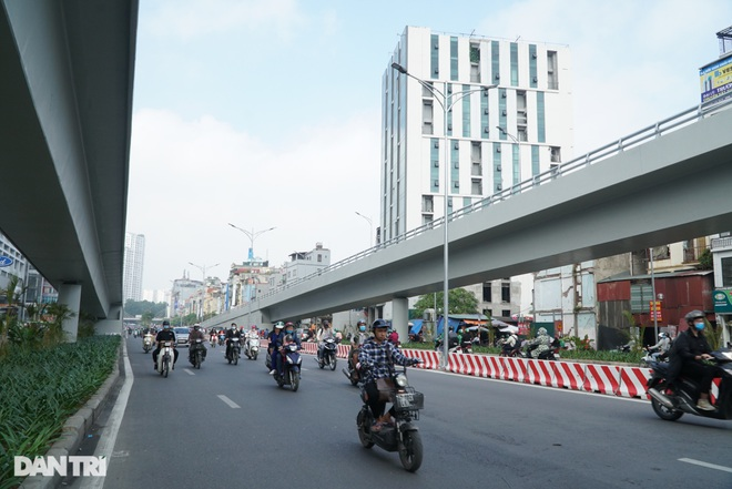 Cảnh giao thông đối lập ở đường Trường Chinh sau 3 năm - 20