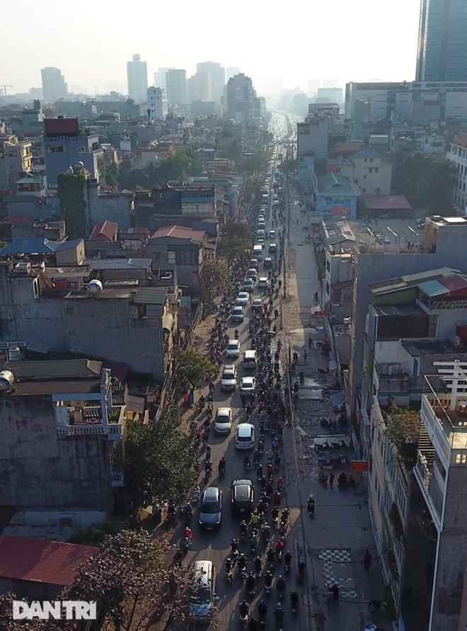 Cảnh giao thông đối lập ở đường Trường Chinh sau 3 năm - 17